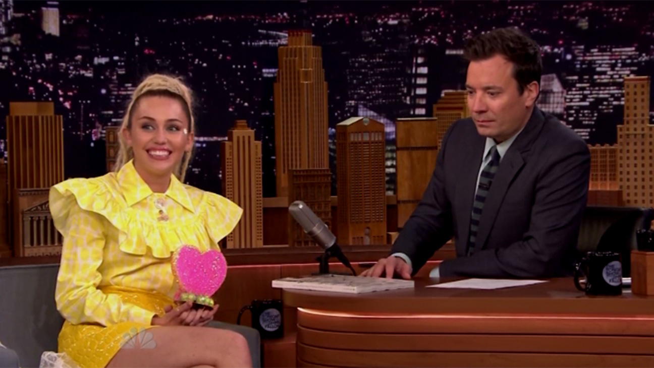 Miley Cyrus Stephen Colbert - H