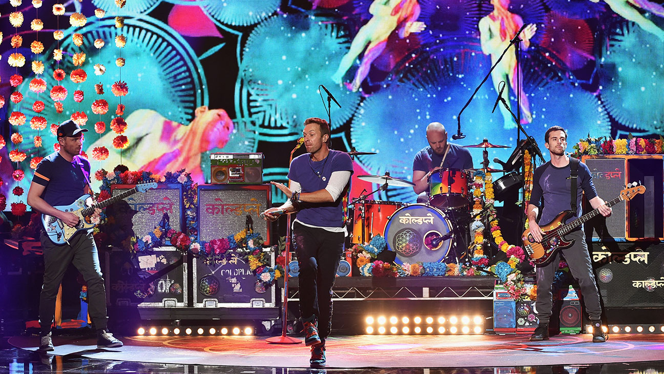 "Coldplay Performs ""Adventure of a Lifetime"""