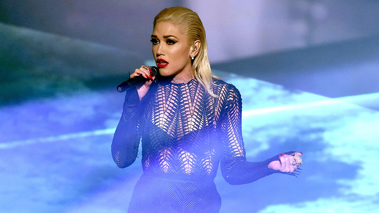"Gwen Stefani Performs ""Used to Love You"""