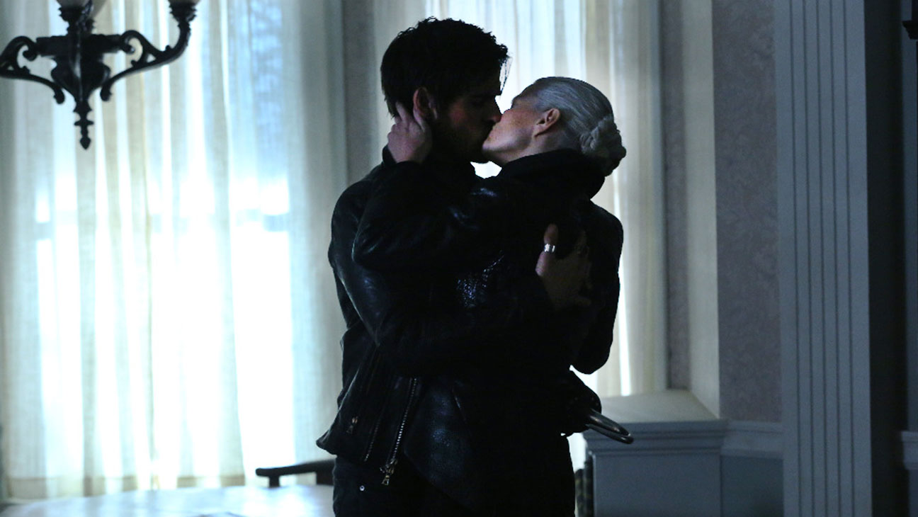 Once Upon a Time COLIN O'DONOGHUE and JENNIFER MORRISON- H 2015