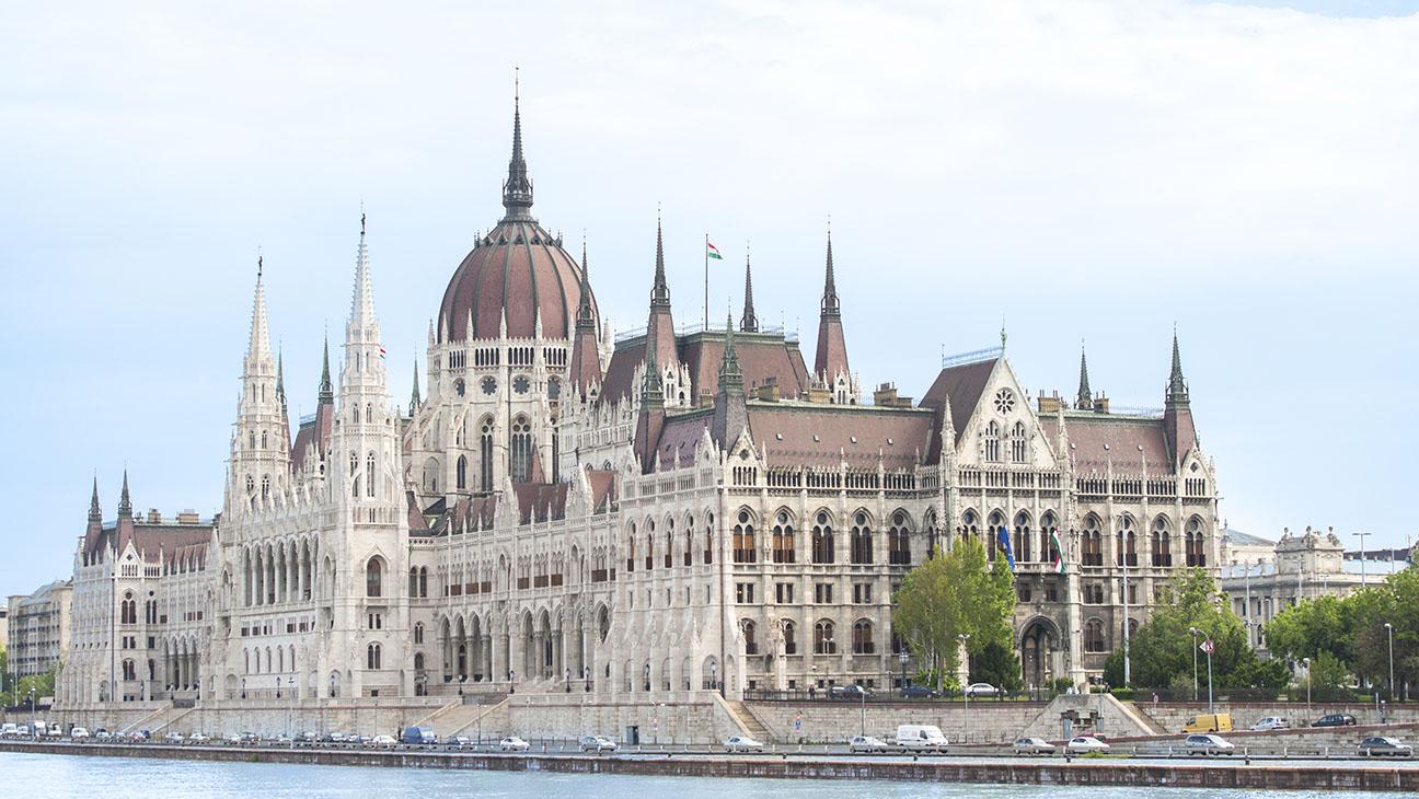 Budapest, Parliament building, Danube River - H 2015