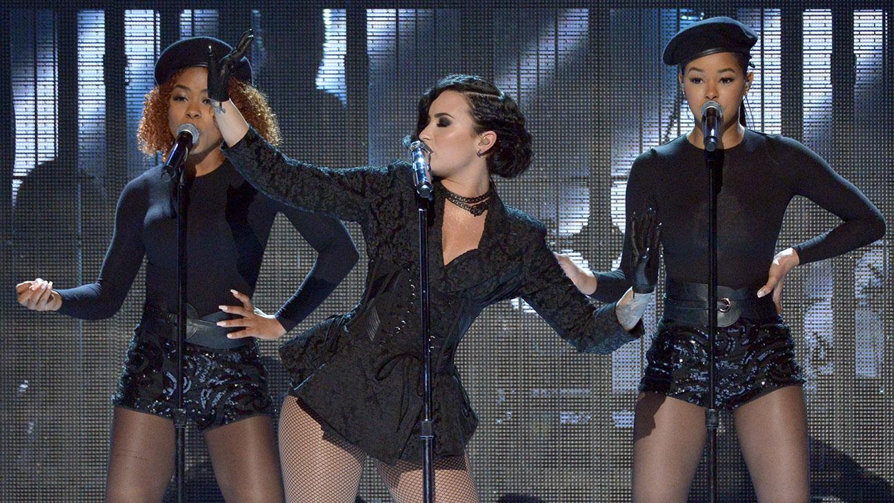 Demi Lovato Performing - H 2015