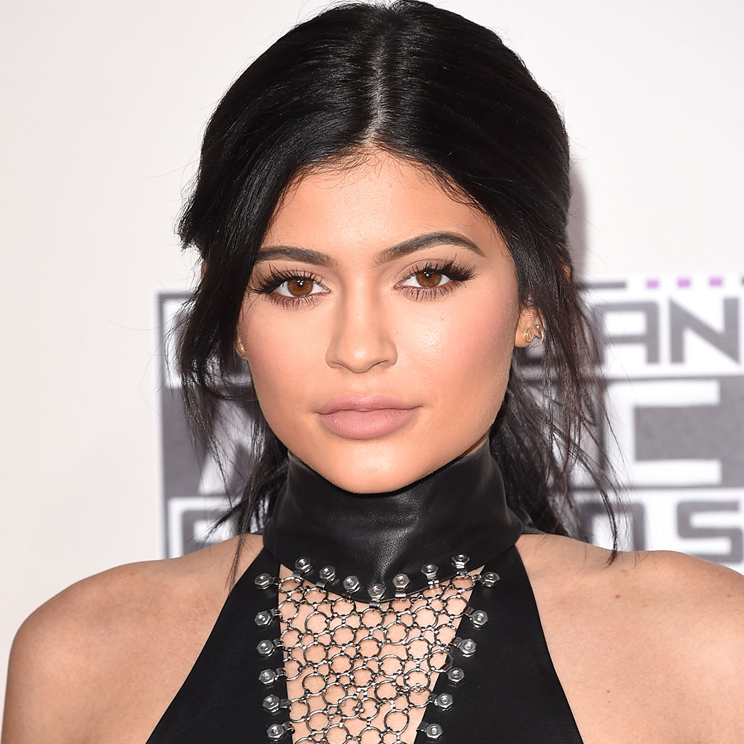 Kylie Jenner attends the 2015 American Music Awards - SQ 2015