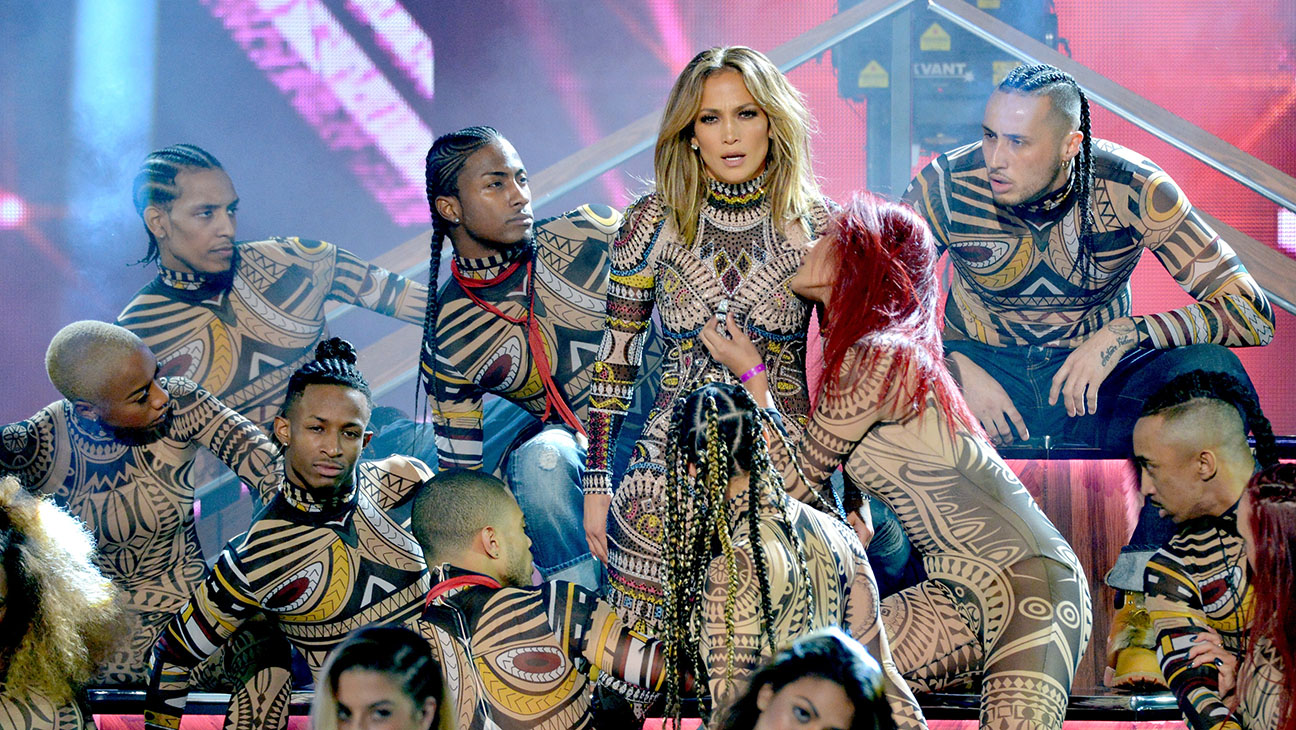 Jennifer Lopez Performing AMAs 2 - H 2015