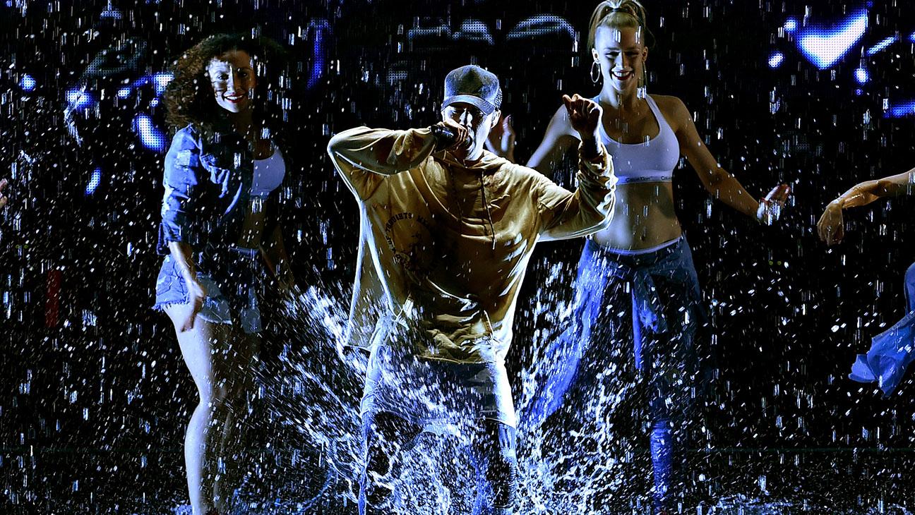 Justin Bieber Performing AMAs - H 2015