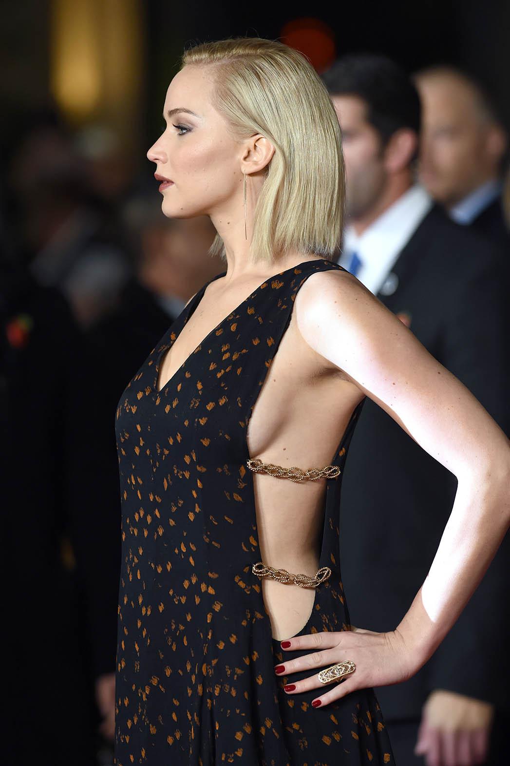 Jennifer Lawrence The Hunger Games Mockingjay Part 2 film premiere - P 2015