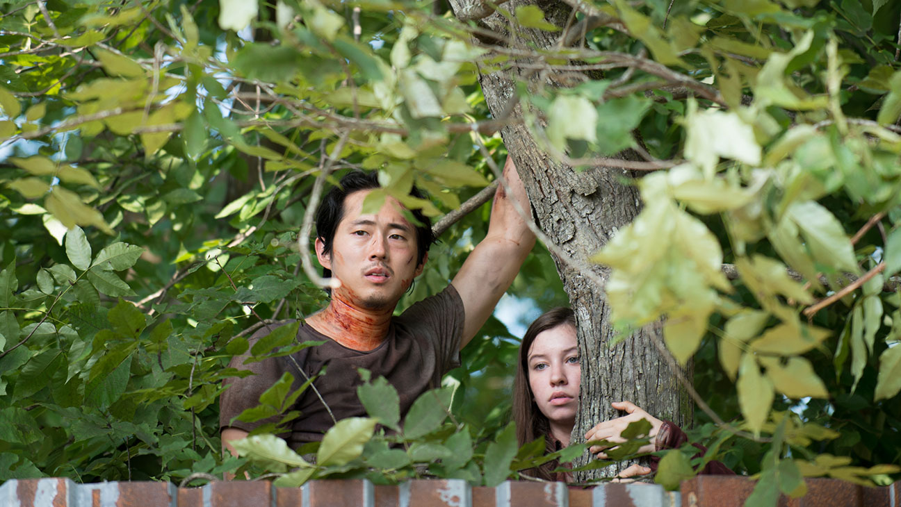 The Walking Dead Steven Yeun and Katelyn Nacon - H 2015