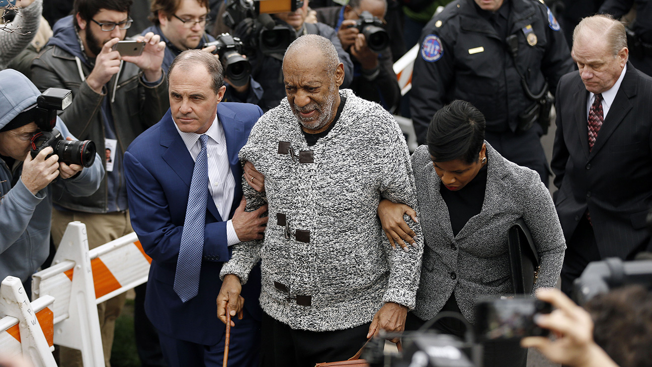 Bill Cosby arriving to court NEW - H 2015
