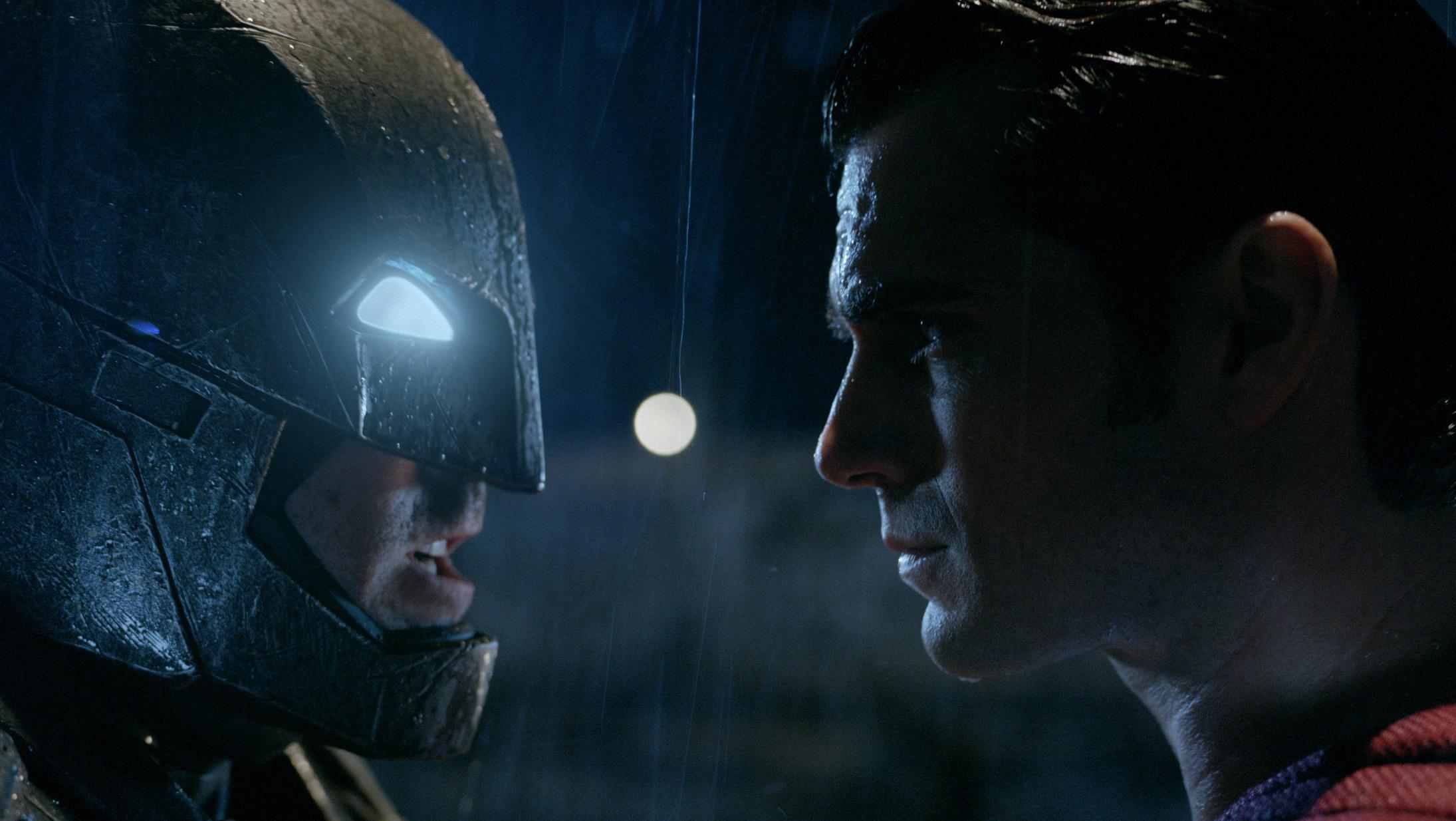 Hollywood's make or break Moments: 5 - Batman v Superman - H 2015