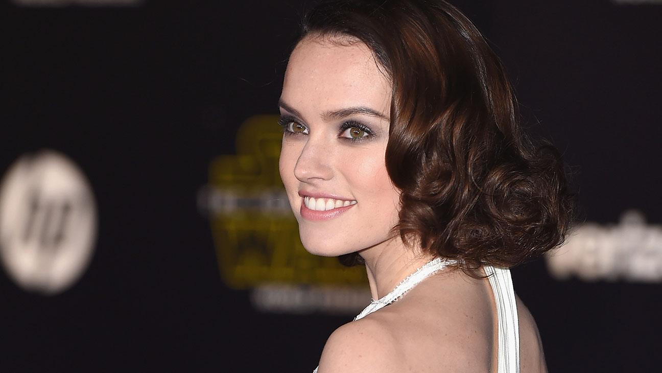 Daisy Ridley Star Wars Premiere - H 2015