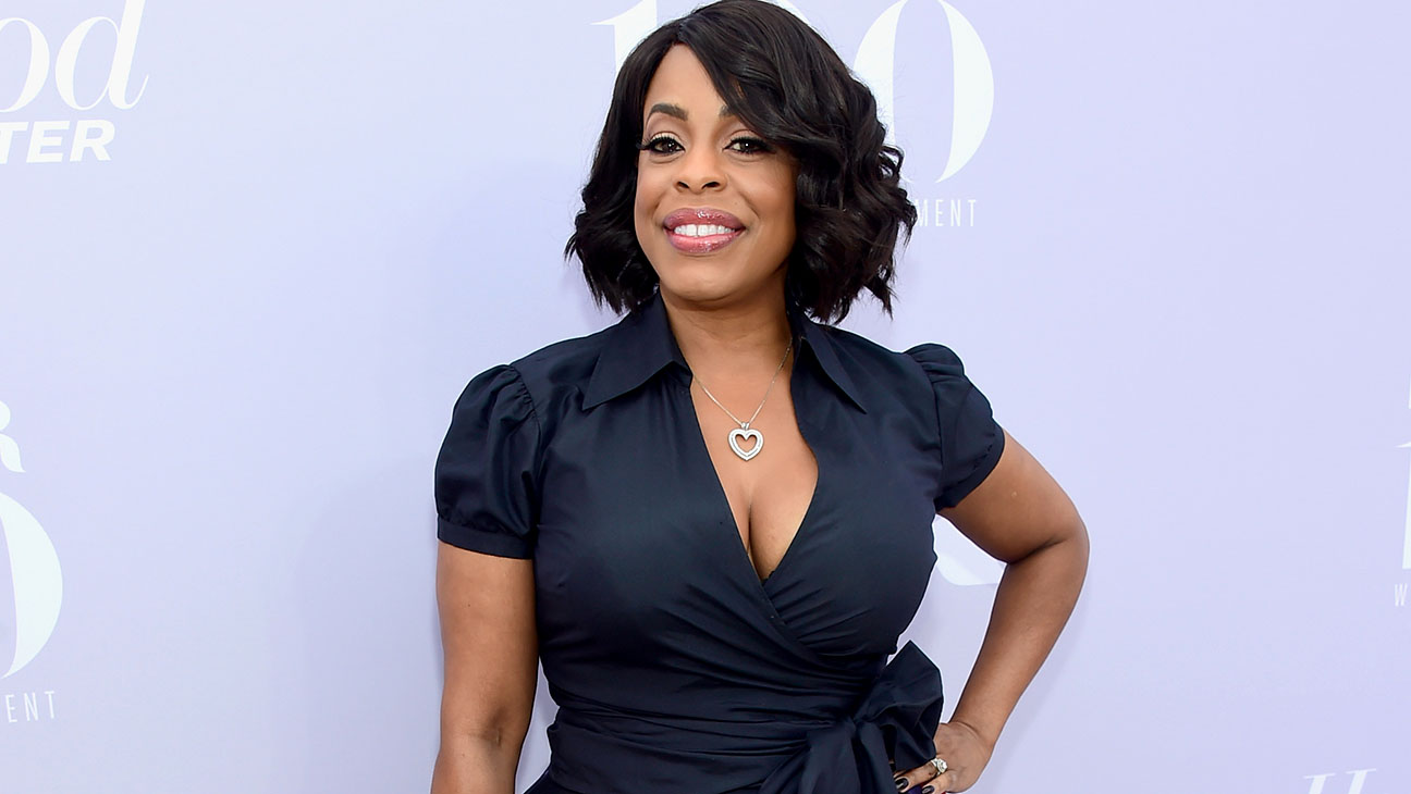 The Hollywood Reporter Hosts the 24th Annual Women In Entertainment Breakfast - Niecy Nash - H 2015