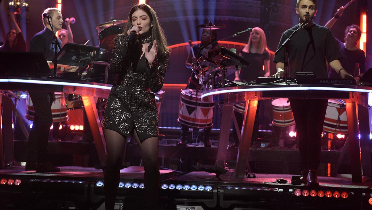 Lorde on SNL - H 2015