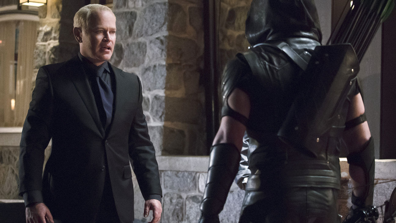 Arrow - Neal McDonough  and Stephen Amell - H 2016