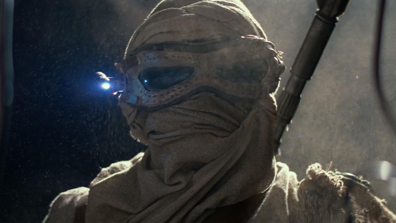 Star Wars: The Force Awakens Still 22 Rey in Covered Eyewear - H 2015