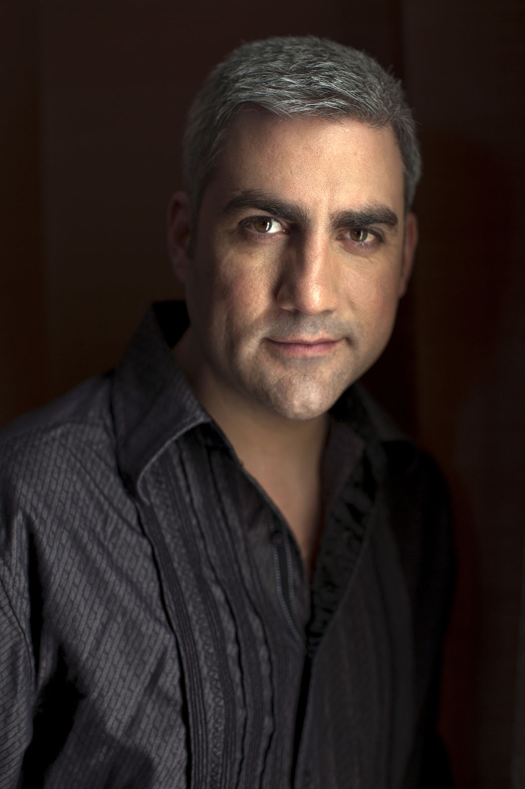 APA SIGNS TAYLOR HICKS - P 2016