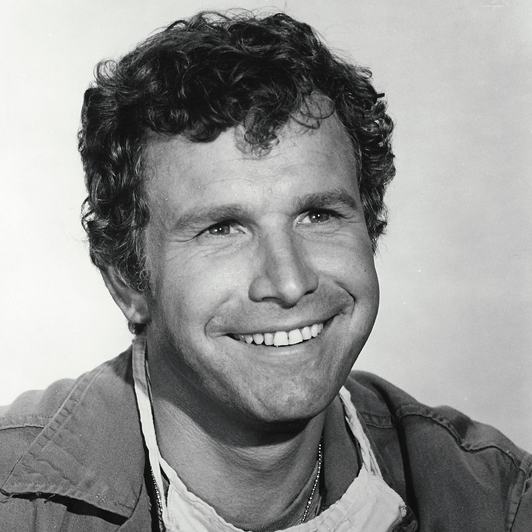 Trapper John Tribute: Alan Alda Remembers 'MASH' Co-Star Wayne Rogers    Hollywood Reporter