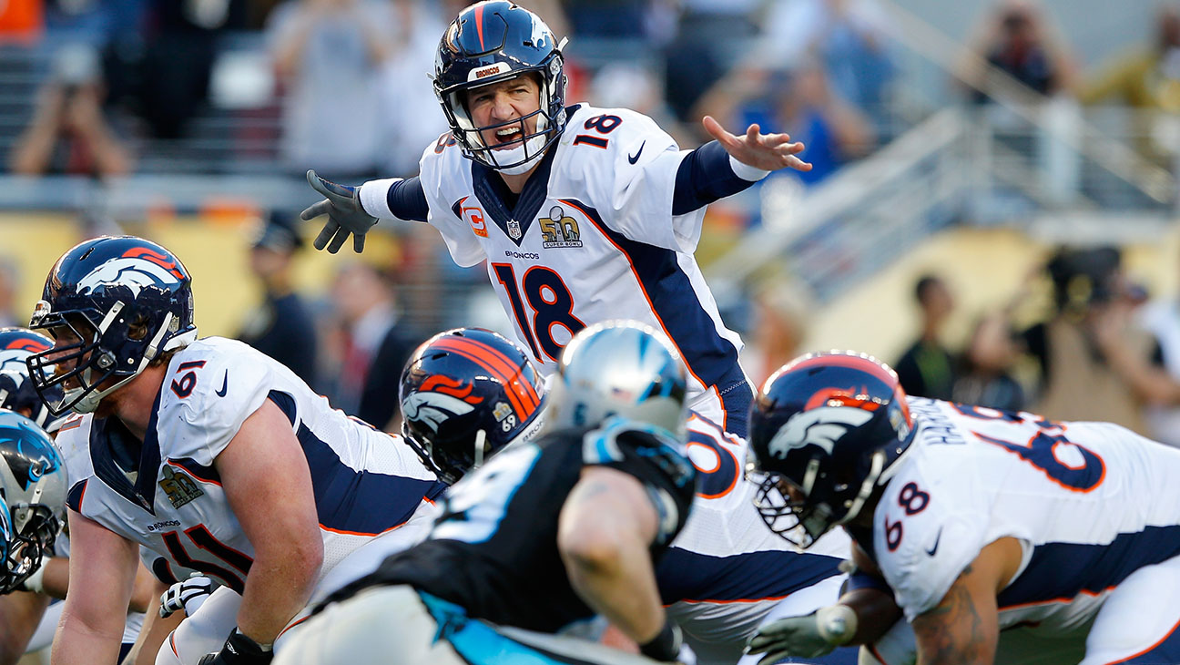 Peyton Manning #18 of the Denver Broncos signals to his teammates during Super Bowl 50  - H 2016