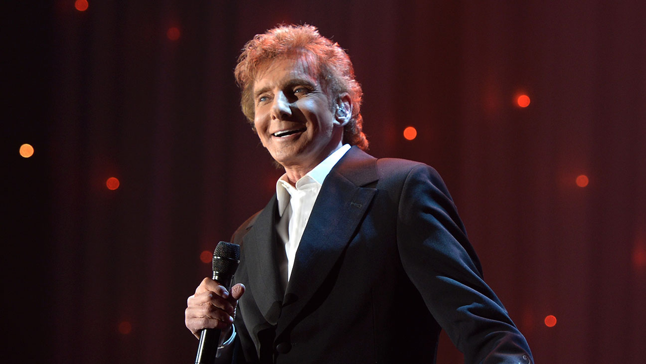 Barry Manilow performs onstage during the 2016 Pre-GRAMMY Gala and Salute -H 2016