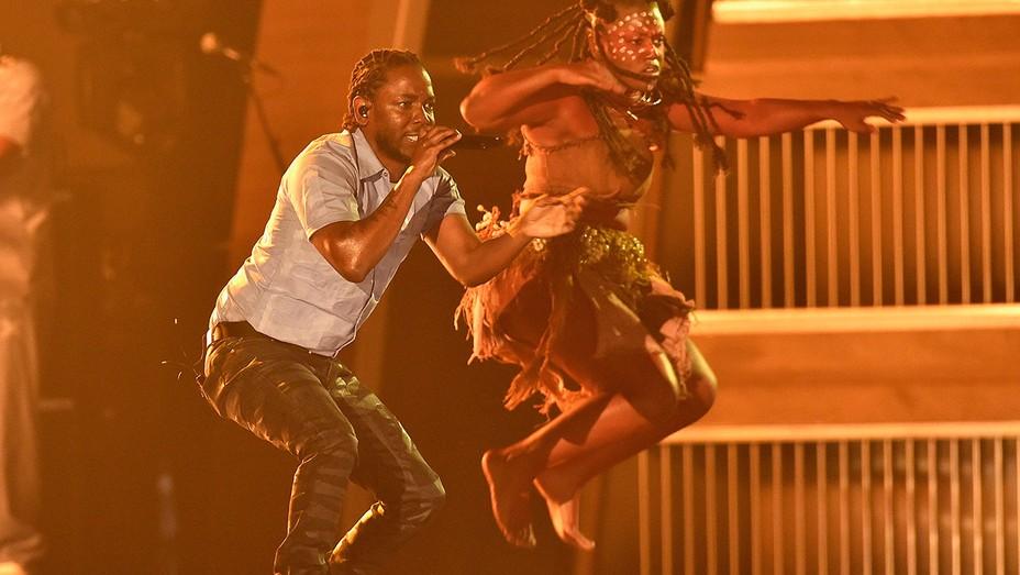 Kendrick Lamar Grammys - H 2016