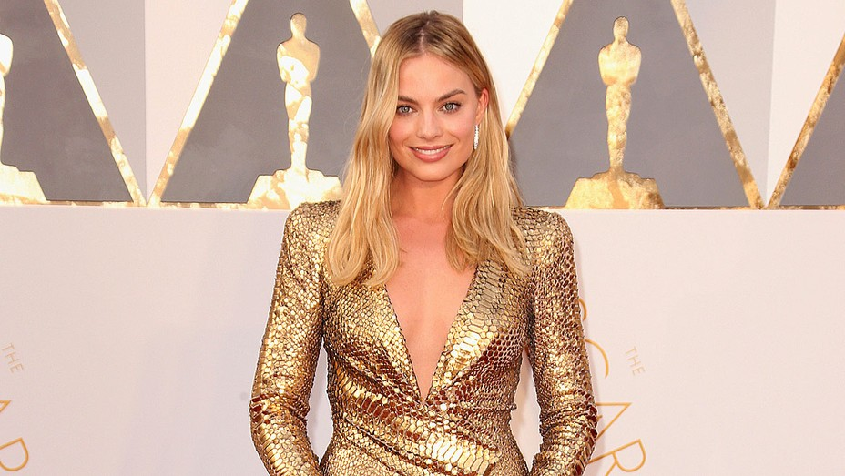 Margot Robbie attends the 88th Annual Academy Awards - Getty - H 2016
