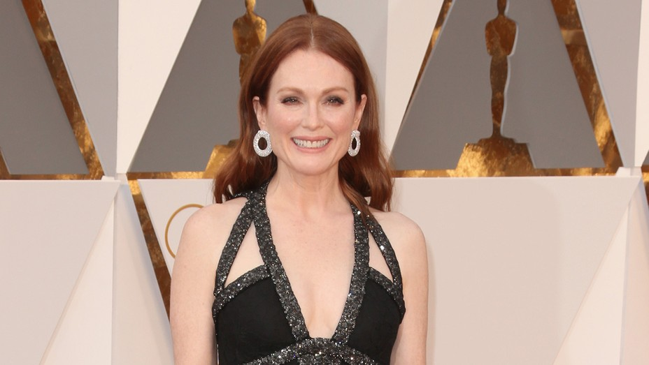 Julianne Moore - GETTY - H 2016