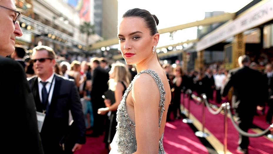 Daisy Ridley Oscars - H 2016