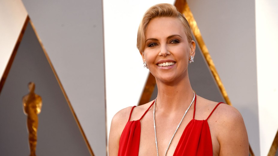 Charlize Theron Oscars Necklace - H 2016