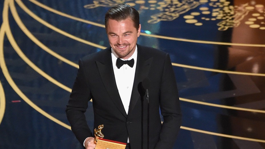 Leonardo DiCaprio accepts Oscar Smile - H 2016