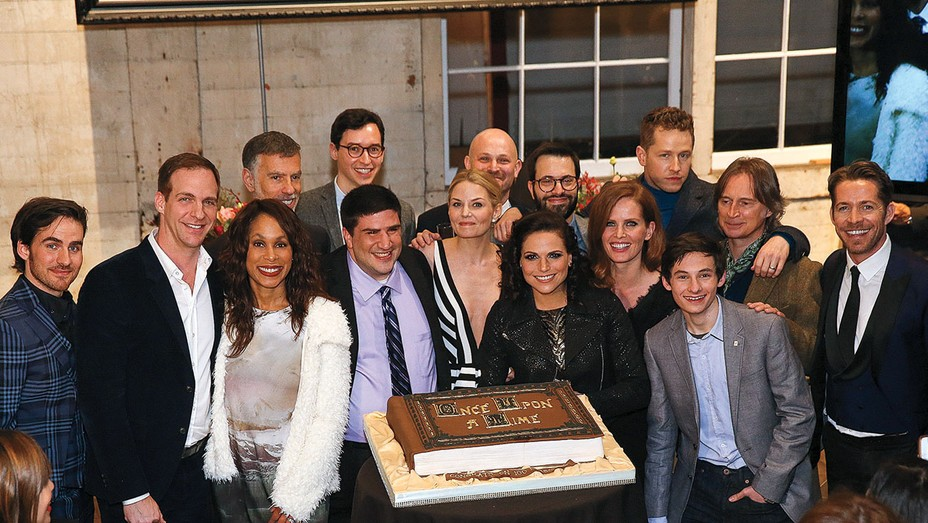 Once Upon a Time celebrated the series' 100th episode - Publicity - H 2016