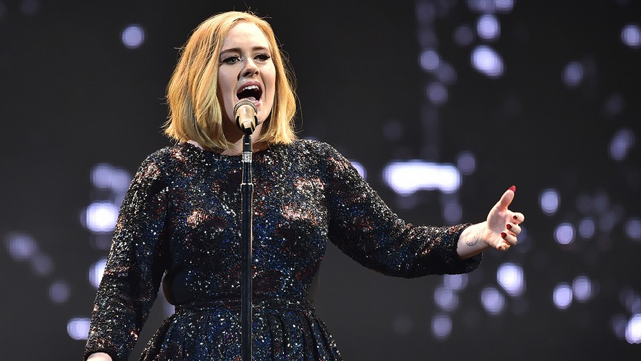 Adele in Belfast GETTY - H 2016
