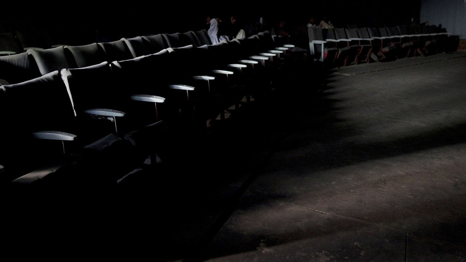 Theater almost empty -Getty- H 2016