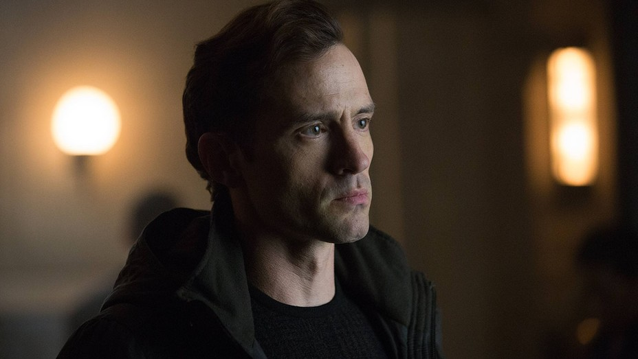Gotham S02E12 Nathan Darrow Still - H 2016
