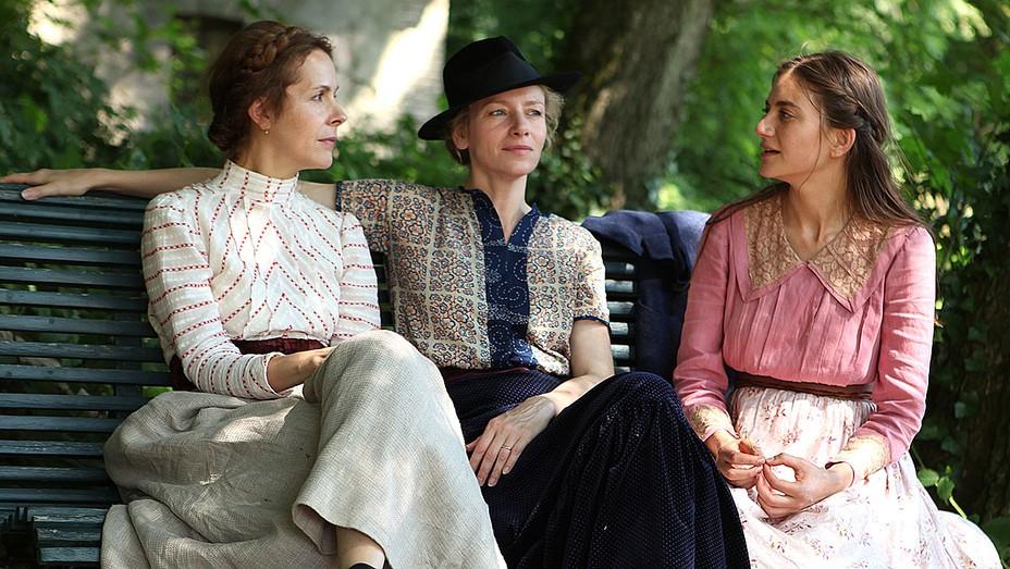 Three Sisters still 1- Olga, Macha and Irina - H 2016