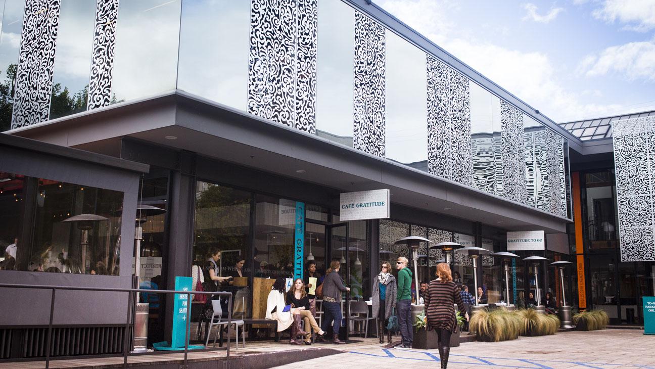 cafe gratitude - larchmont exterior  - H 2015