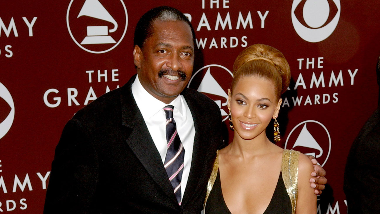 Beyonce Knowles and father Mathew Knowles during The 47th Annual GRAMMY Awards -Getty-H 2016