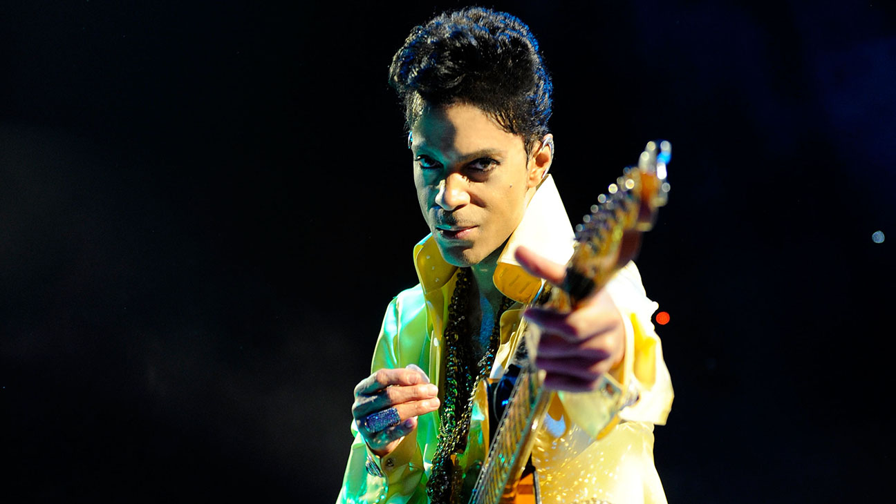Prince -Performs during his Welcome 2 America tour at The Forum 2011- H 2016