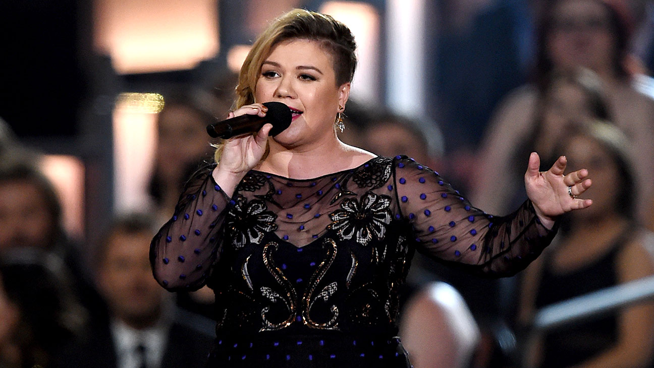Kelly Clarkson -50th Academy of Country Music Awards -Getty - H 2016