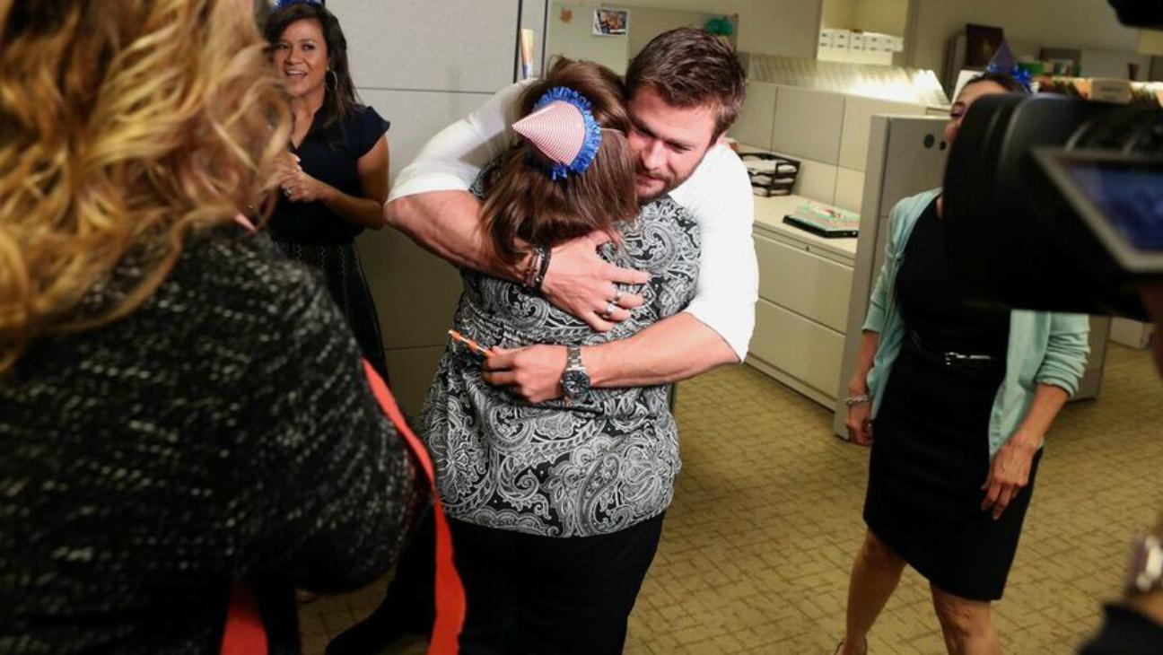 Chris Hemsworth Hugs Employee on Ellen — H 2016