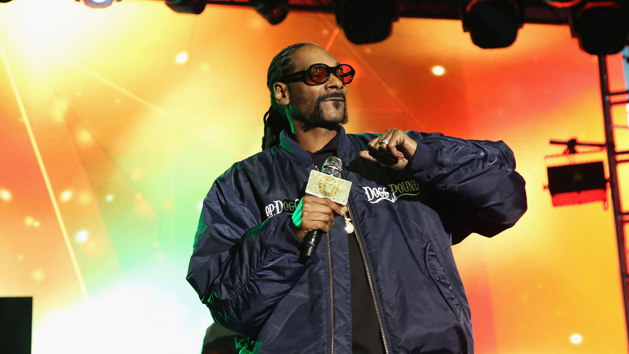 Snoop Dog performs onstage at the AOL NewFront 2016 -H 2016