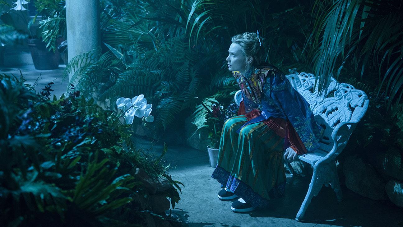 Alice Through The Looking Glass Mia Wasikowska Still 1 H 2016