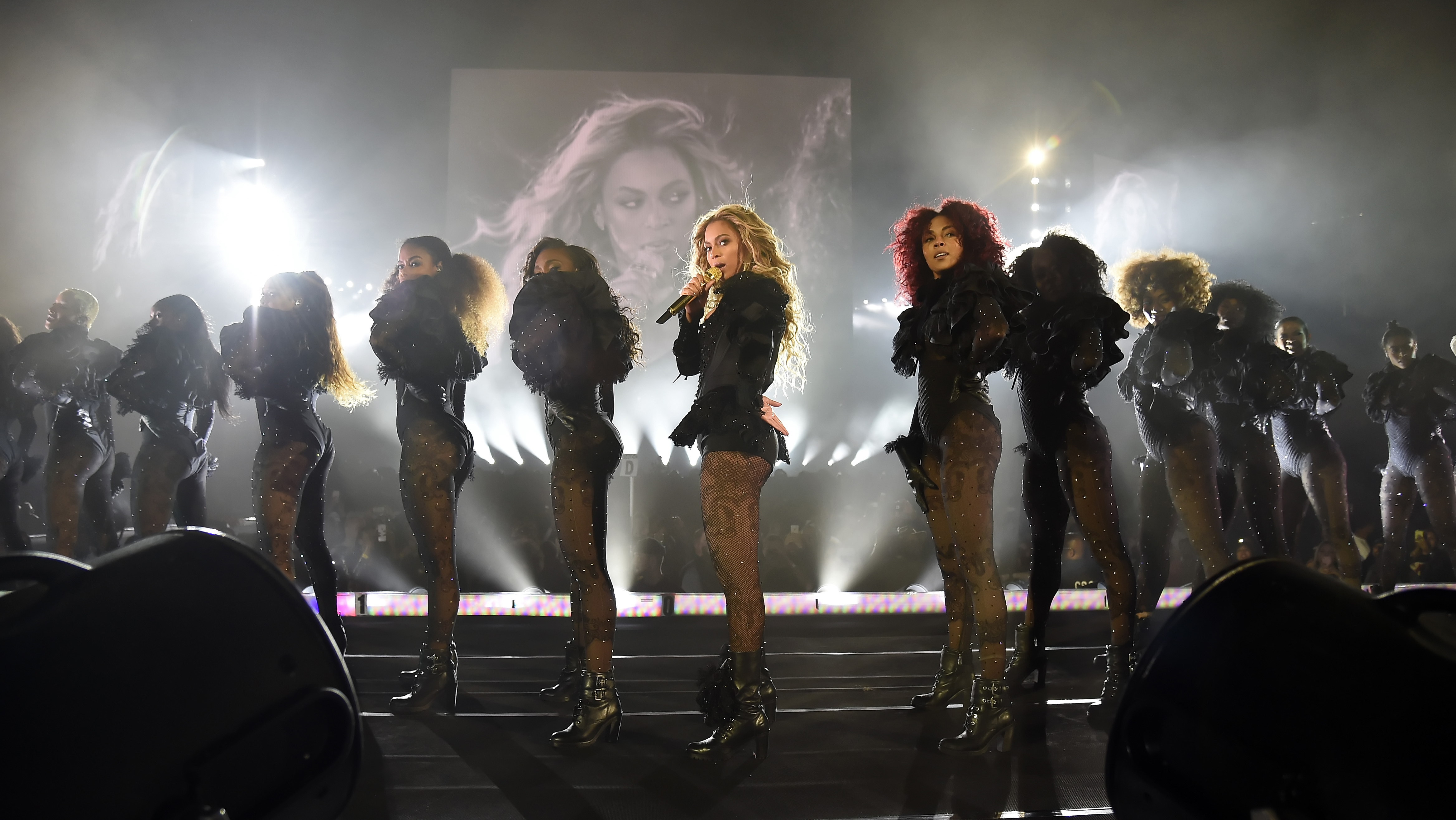 Beyonce Draws All Star Crowd To Rose Bowl Concert In Los Angeles Hollywood Reporter