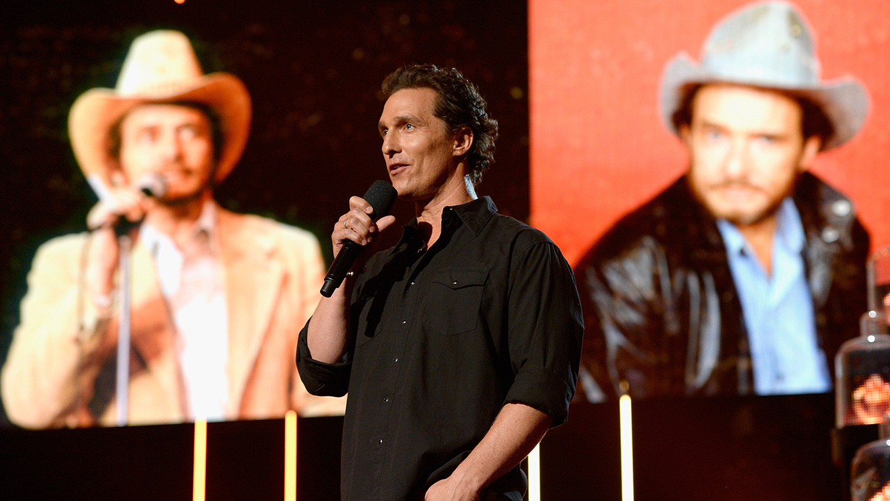 Matthew Mcconaughey Presents Merle Haggard Tribute At Accas Hollywood Reporter Good availability and great rates. https www hollywoodreporter com news matthew mcconaughey presents merle haggard 889274
