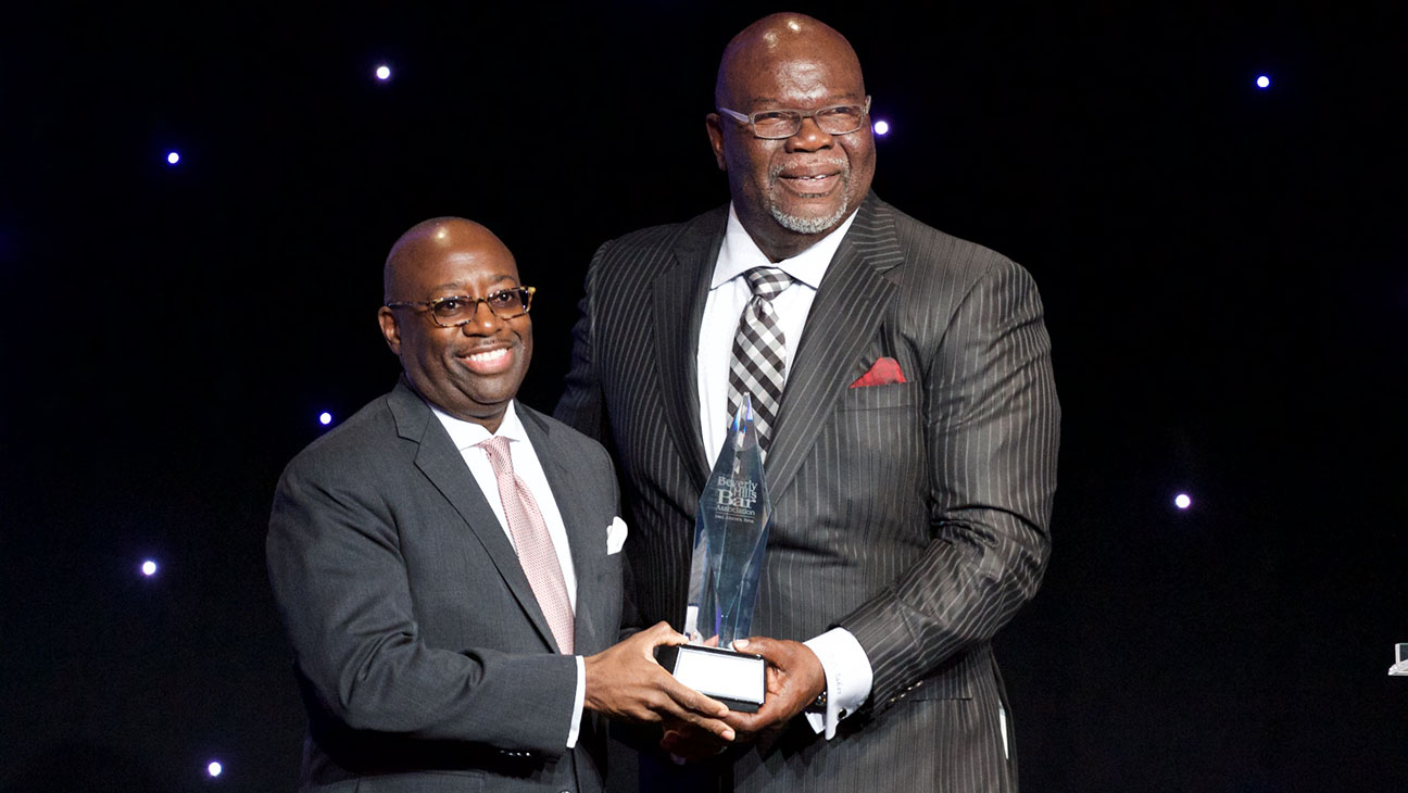 Darrell D. Miller and Pastor T.D. Jakes-Entertainment Lawyer Of The Year Awards -Getty-H 2016