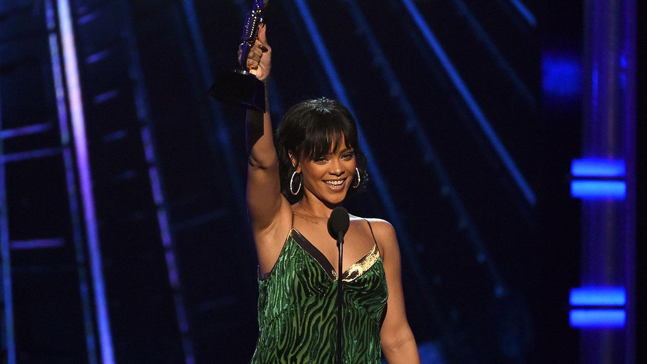 Rihanna accepts the Billboard Chart Achievement Award -2016 Billboard Music Award-H 2016