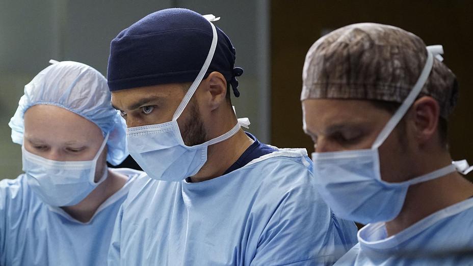 Grey's Anatomy S12E23 Still - Publicity - H 2016