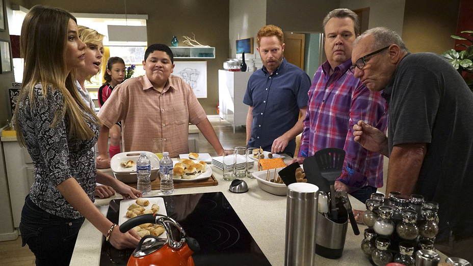 Emmys -Can Broadcast Reclaim Big Series Berths-MODERN FAMILY -H 2016
