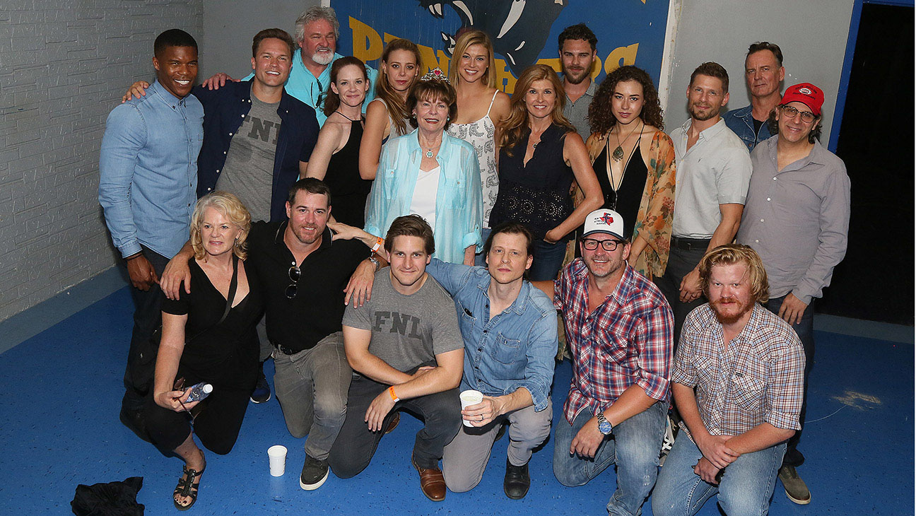 Texas Forever Friday Night Lights Cast Reunites For 10 Year Anniversary Hollywood Reporter