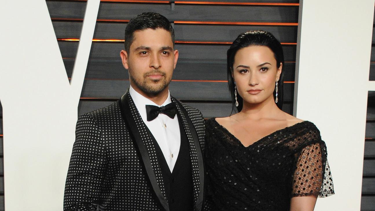 Demi Lovato Wilmer Valderrama - Getty - H 2016