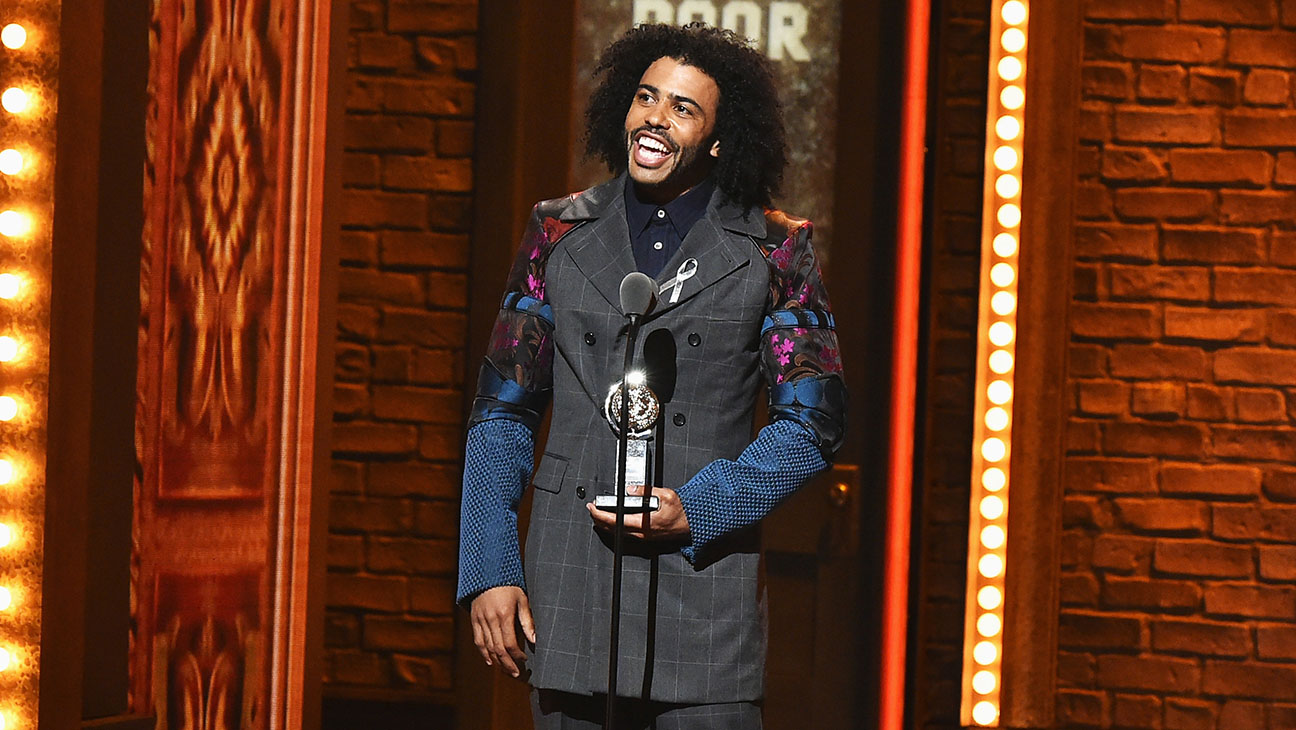 70th Annual Tony Awards -Daveed Diggs accepts award-Getty-H 2016