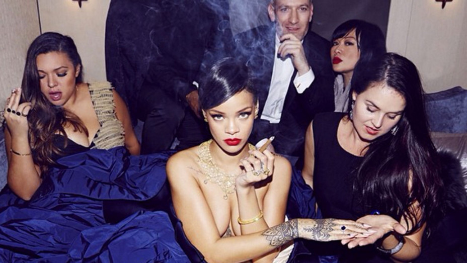 Rihanna Smoking Blunt - H 2016